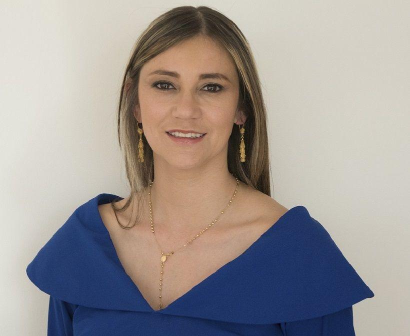 Lizbeth Acuña Directora Ejecutiva Cuenta Alto Costo - Formula Medica