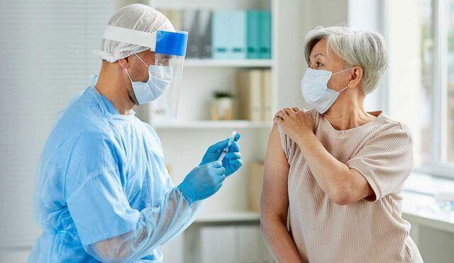 Vacunación en adultos mayores - Fórmula Médica